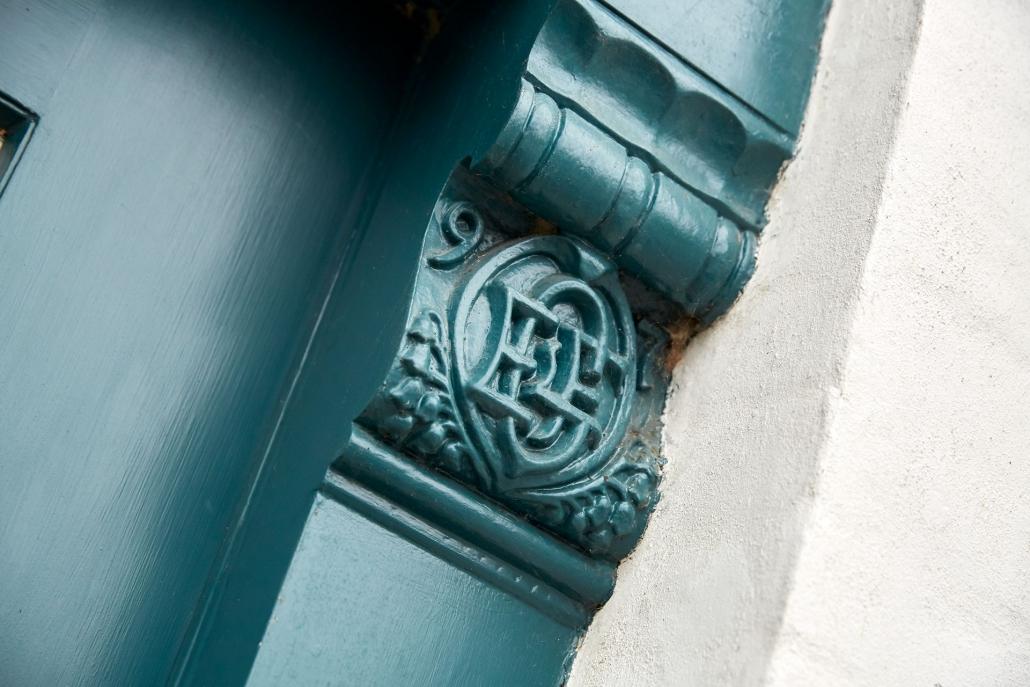 detaljer på indgangen ved aage & povl holm